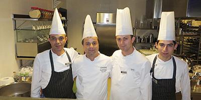 mustafa-alparslan-kemal-sinmez-wyndham-Ouzo-Roof-Restoran-4