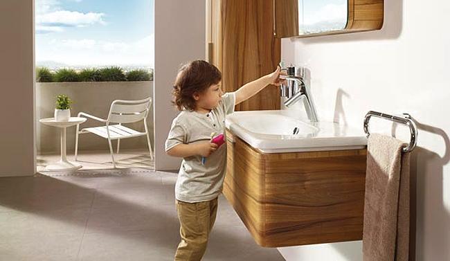 Banyoda çocukları düşünen tasarımlar