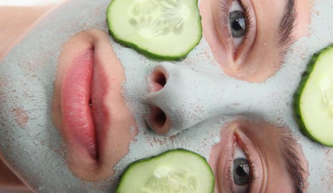 Yüz terlemesine karşı salatalık maskesi
