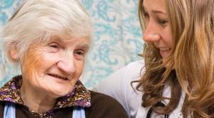 Alzheimer kadınlarda daha çok görülüyor